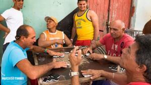 Kuba Surgidero de Batabano - Männer haben trotzdem Spaß beim Domino
